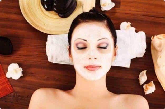 La maschera per il viso allo zenzero contro acne, macchie, punti neri e brufoli.Ecco come prepararla