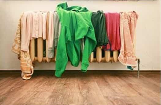Asciugare panni in casa provoca seri danni alla salute