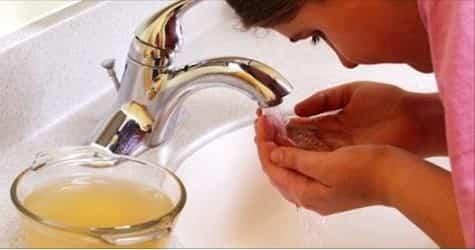 Lavarsi il viso con aceto di mele. Ecco tutti i benefici