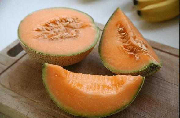Poche calorie e tanti benefici! Ottimo rimedio per le scottature.Tutte le proprietà del Melone