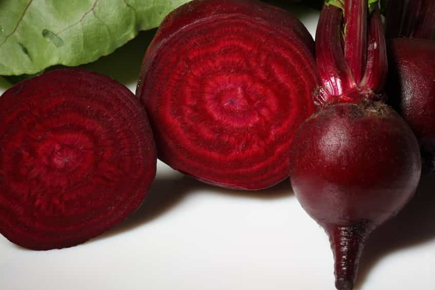 Barbabietola rossa : Benefici,vitamine e nutrienti.Come cucinarla