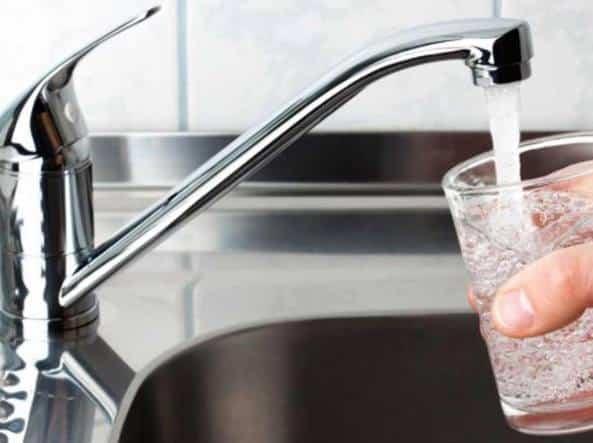 Fibre di plastica nell'80%dell' acqua in tutto il mondo!Lo studio
