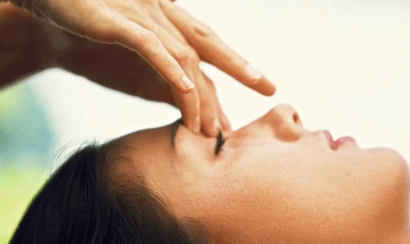 Riflessologia facciale: Stimola il viso per alleviare lo stress