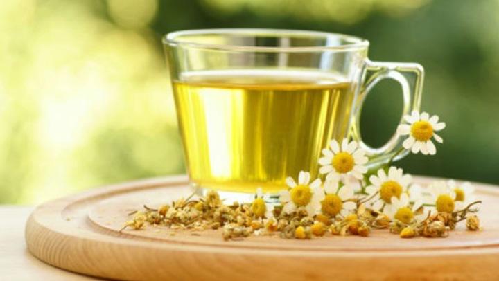 ripulire il fegato con il tè alla camomilla