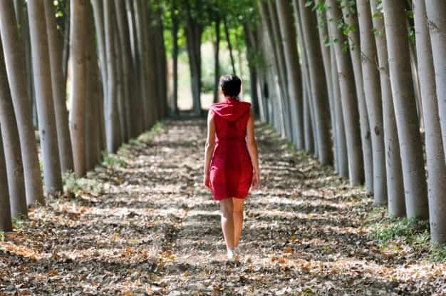 Camminare allevia la tristezza, lo stress e rigenera il cervello