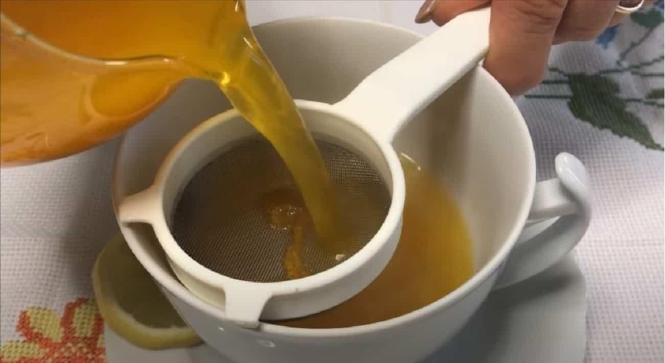 Acqua limone e curcuma tisana