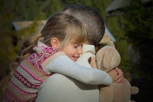 L'importanza dell' abbraccio per i bambini ogni giorno