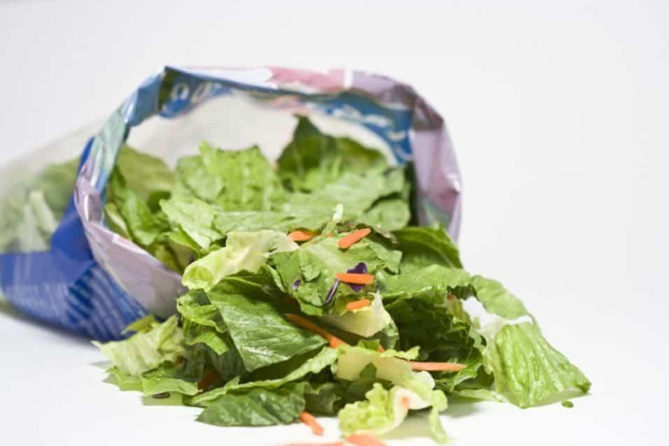 Le insalate in busta fanno male, sono piene di metalli pesanti