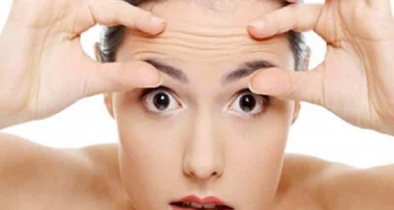 Rughe sulla fronte: I rimedi della nonna per eliminarle e le correlazioni con il cuore