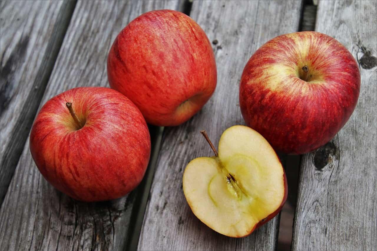 Mela: benefici, proprietà, valori nutrizionali e calorie