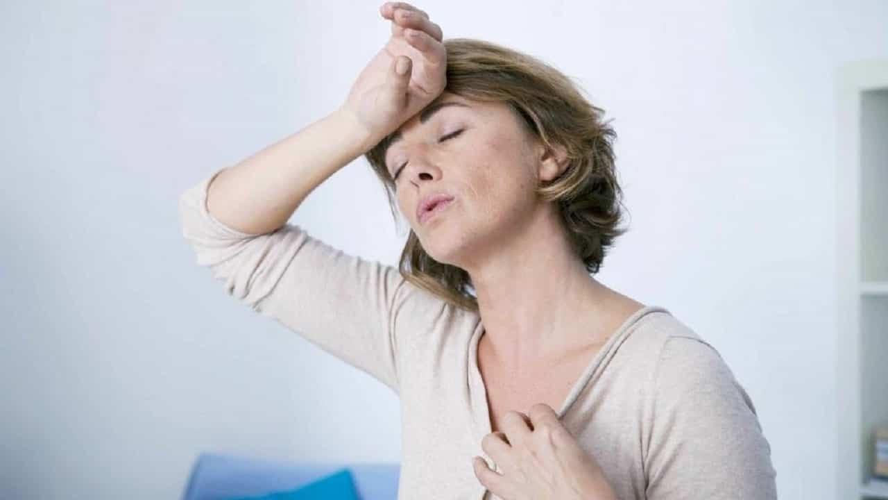 Menopausa sintomi, mestruazioni, sintomi psicologici, giramenti di testa, dolori al seno, nausea