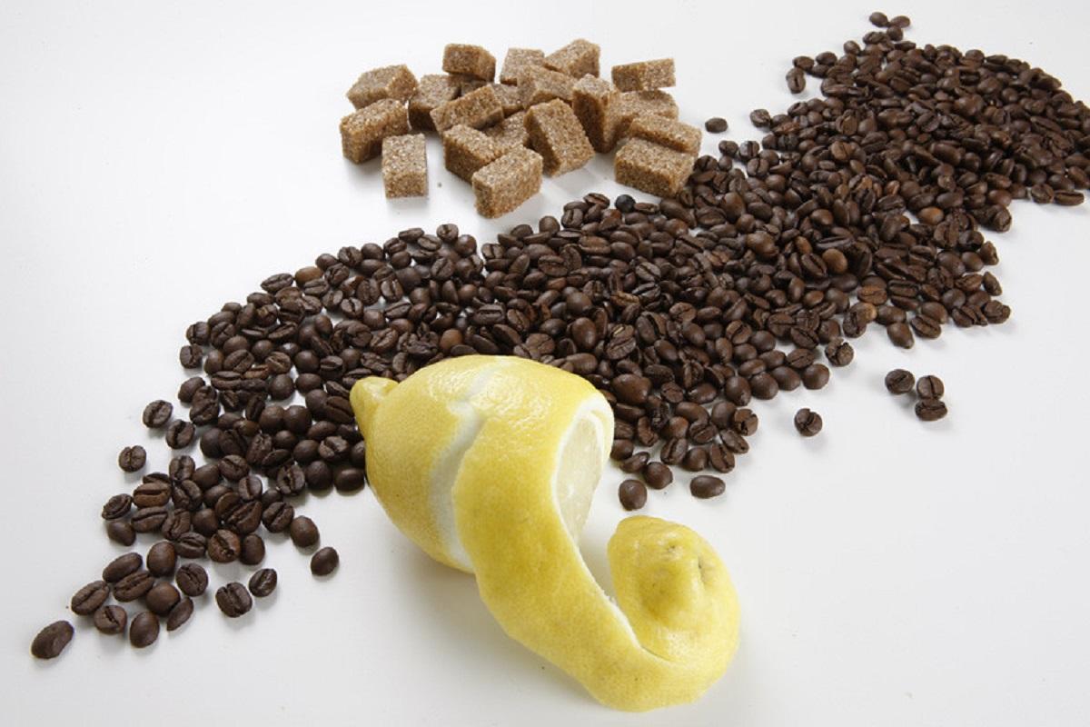 Caffè e limone: ottimo rimedio contro mal di testa, emicrania e non solo