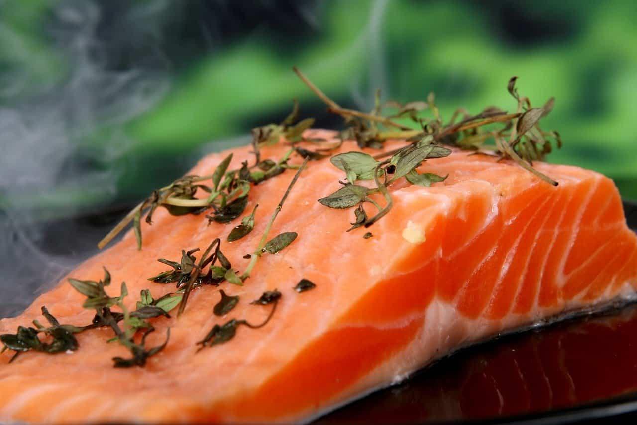 salmone per abbassare il colesterolo