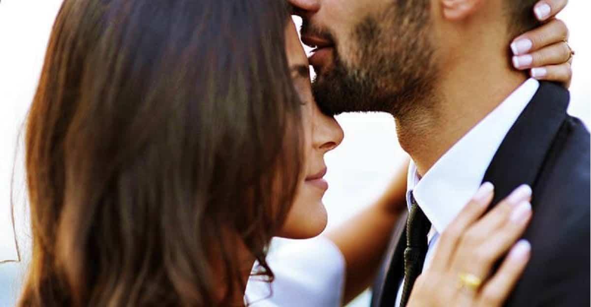 """Bacio sulla fronte. La straordinaria potenza del bacio sul """"terzo occhio"""""""