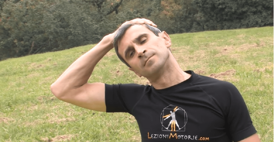 esercizi posturali cervicale