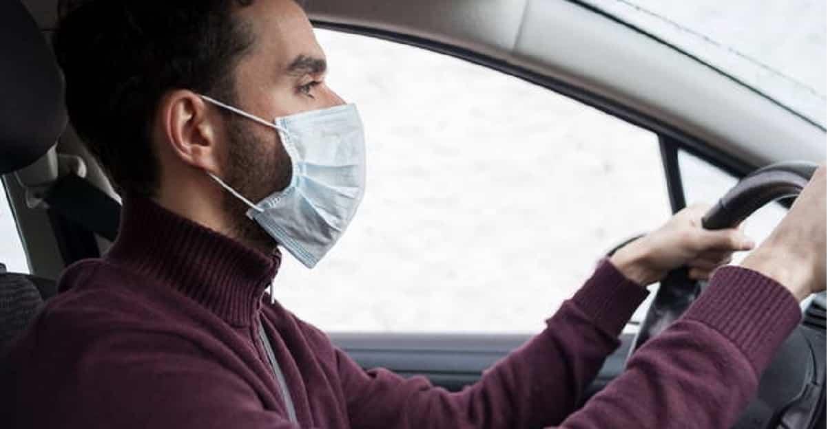 La mascherina va indossata in auto? Le istruzioni per chi guida