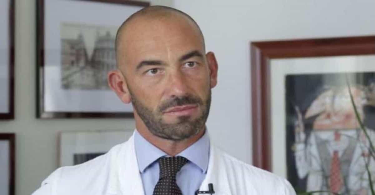 """L'epidemiologo Matteo Bassetti: """"il coronavirus ha perso forza, ora è più debole"""""""