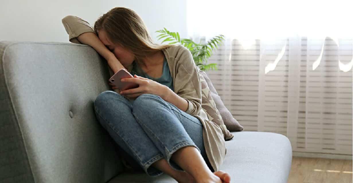 Delirio, depressione, ansia: gli effetti della psicosi da covid19