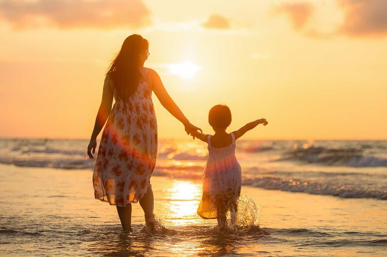 Perché l'aria di mare fa bene ai bambini, è un vero toccasana naturale