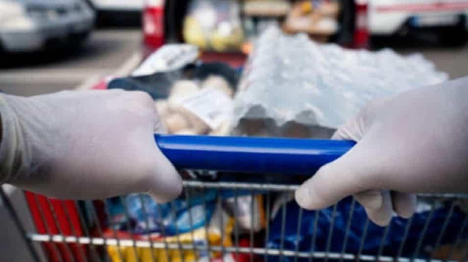 guanti al supermercato coronavirus