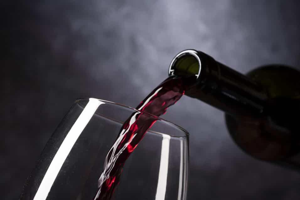 Vino rosso in bicchiere