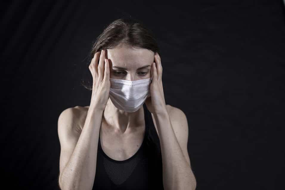 Donna con glicemia alta e mal di testa