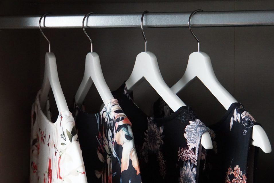 Vestiti nell'armadio con umidità